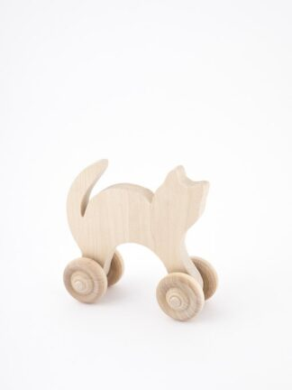 Wooden dog or cat on wheels (5015009)